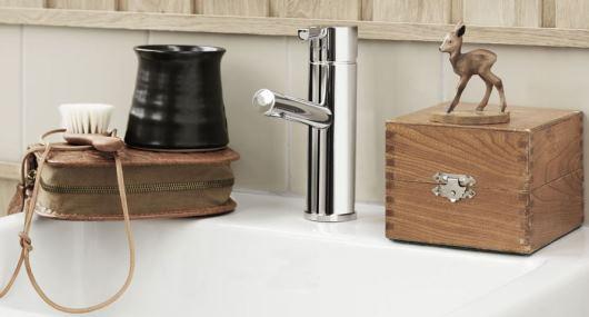 Söta trädekorationer i badrum från Mora
