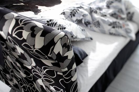 Snygg sänggavel i tyg från Åkeson