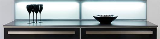 Läckert ljussatt stänkskydd i köket