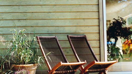 Fasadlasyr från Cuprinol släpper snyggt igenom träpanelens ådring och liv