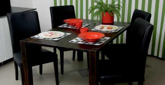 Matgrupp i svart ek från Deskform