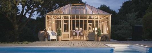 Tjusigt växthus blir till vackert poolhus från Vansta trädgård